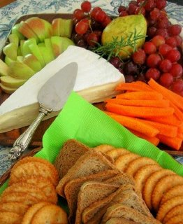 Cheese-platter-with-fruit-and-crackers-for-funeral-
