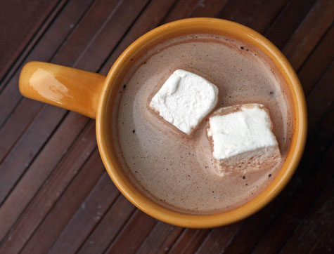 Homemade-marshmallows-in-hot-chocolate-web-mt